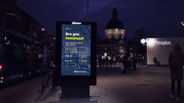 Stockholmban digitális plakátok segítik a hajléktalanokat a hidegben